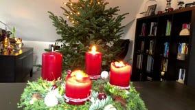 Decorando a árvore de Natal - timelapse vídeos de arquivo