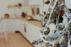 Decorando o Natal imagens de stock royalty free