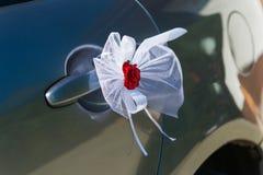 Decoração da porta de carro do casamento Fotografia de Stock