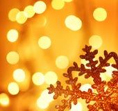 Decoração dourada da árvore de Natal do floco de neve Imagem de Stock