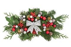 Decoração floral do Natal com curva Fotos de Stock Royalty Free