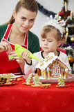 Decorate gingerbread house Royalty Free Stock Photos