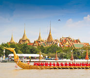 Decorated barge parades past the Grand Palace at the Chao Phraya River Stock Photos