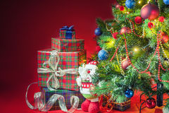 Decorated christmas tree with gift boxes and Santa Clus toy Royalty Free Stock Photos