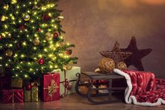 Free Decorated Christmas Tree With Gifts Stock Photo - 127112930
