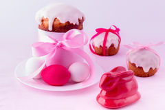 Decorated easter cakes and eggs. Royalty Free Stock Photos