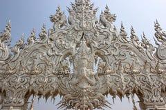 Decoratie bij Wat Rong Khun of Witte Tempel, een eigentijdse unco Stock Foto