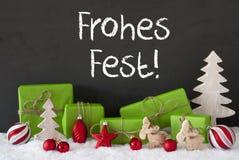 Decoratie, Cement, Sneeuw, de Middelen Vrolijke Kerstmis van Frohes Fest Stock Foto's