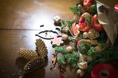 Decoratie die van Kerstmisgiften, boeketten van vruchten maken Stock Fotografie
