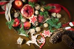 Decoratie die van Kerstmisgiften, boeketten van vruchten maken Stock Afbeeldingen
