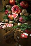 Decoratie die van Kerstmisgiften, boeketten van vruchten maken Stock Foto's