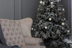 Decoratie in grijze kleur Gelukkige Nieuwjaardecoratie in grijze kleur Stock Foto