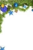 Decoratie met groene pijnboom of spar en blauwe ronde ornamenten en g royalty-vrije stock foto's