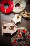 Decoratie met het nestelen dozen en kronen Stock Fotografie