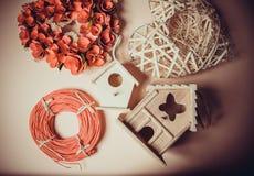 Decoratie met het nestelen dozen en kronen Stock Afbeeldingen