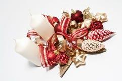 Decoratie met twee witte kaarsen Stock Foto's