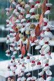 Decoratie mobiel die shell of zeeschelpen mobiles gordijn van c wordt gemaakt stock foto's