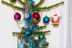 Decoratie op Kerstboom Gelukkige Newyear Concept energie Stock Foto