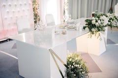 Decoratie van de banketzaal op de huwelijksdag stock afbeelding