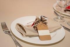 Decoratie van huwelijkslijst met pijnbomen Royalty-vrije Stock Foto