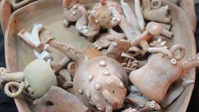 Decoratief ceramisch speelgoed stock videobeelden