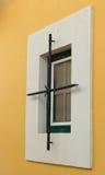 Decoratief element bij een huisvenster in Cascais, Portugal stock afbeelding