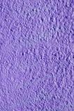 Decoratief hulp purper pleister op muur Stock Fotografie
