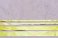 Decoratief kader van satijn geel lint Royalty-vrije Stock Afbeelding