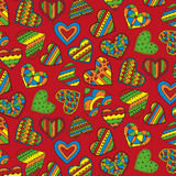 Decoratief kleurrijk harten naadloos patroon op een rode achtergrond Stock Fotografie