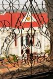 Decoratief rooster op een venster, Victory Gate stock afbeeldingen