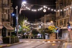 Decoratief verfraaid voor de straat van Herzl van Kerstmisvieringen in Haifa in Israël Stock Foto's