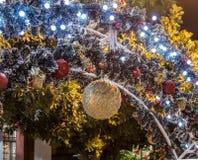 Decoratief verfraaid voor Kerstmisvieringen de straat van Sderot Ben Gurion in Haifa in Israël Stock Afbeeldingen