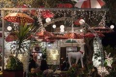 Decoratief verfraaid voor Kerstmisvieringen de straat van Sderot Ben Gurion in Haifa in Israël Stock Afbeelding