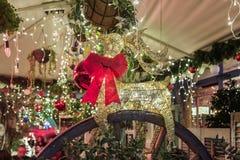 Decoratief verfraaid voor Kerstmisvieringen de straat van Sderot Ben Gurion in Haifa in Israël Royalty-vrije Stock Foto's