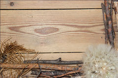 Decoratiesamenstelling op houten achtergrond raad gevoerd gemaakt o Royalty-vrije Stock Afbeeldingen