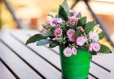 Decoratieve bloem op lijst Stock Foto