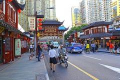 Decoratieve boog van oude stad, Shanghai, China Royalty-vrije Stock Fotografie