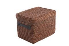 Decoratieve bruine rieten mand met deksel royalty-vrije stock fotografie