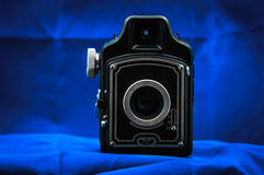 Decoratieve camera tegen donkere achtergrond Royalty-vrije Stock Foto's