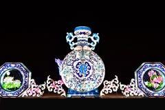 Decoratieve de Lichtenvertoning van de winterkerstmis van een Kruik stock fotografie
