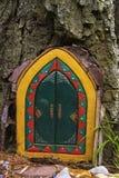 Decoratieve deur in een boom royalty-vrije stock fotografie