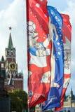 Decoratieve elementen met de symbolen van de Wereldbeker 2018 op de achtergrond van de torens van het Kremlin Royalty-vrije Stock Foto