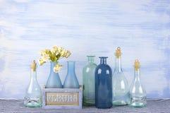 Decoratieve geplaatste flessen Stock Afbeelding