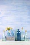 Decoratieve geplaatste flessen Royalty-vrije Stock Afbeeldingen