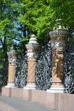 Decoratieve gietijzeromheining Stock Foto's