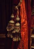 Decoratieve gordijnleeswijzer in binnenland Stock Foto's