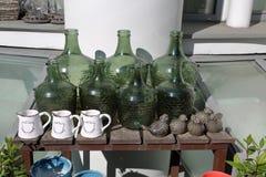 Decoratieve groene flessen Royalty-vrije Stock Foto's