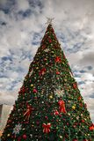 Decoratieve Kerstboom in de Stadscentrum van Tirana stock afbeeldingen
