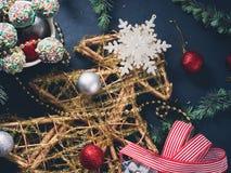 Decoratieve Kerstboom met snuisterijen Royalty-vrije Stock Afbeelding