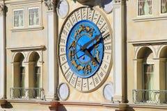 Decoratieve klok op Venetiaanse Toevluchthotel en casinovoorgevel, Las Stock Fotografie